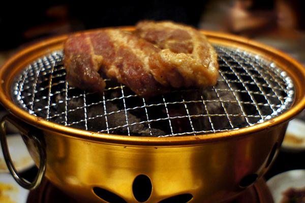 壺サムギョプサル焼き中