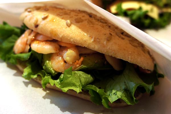 食物繊維や鉄分が豊富!焼きたての全粒粉ブレッドで作ったサンドイッチがおいしい 軽井沢フラットブレッズ