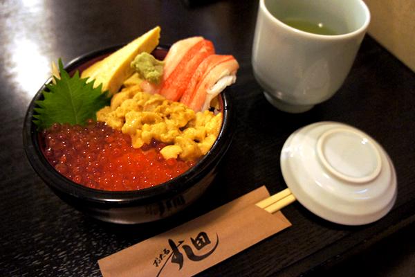 選べる3つの具が悩ましい!新鮮でウマイ海鮮丼のお店 小樽 すし田(すしでん)