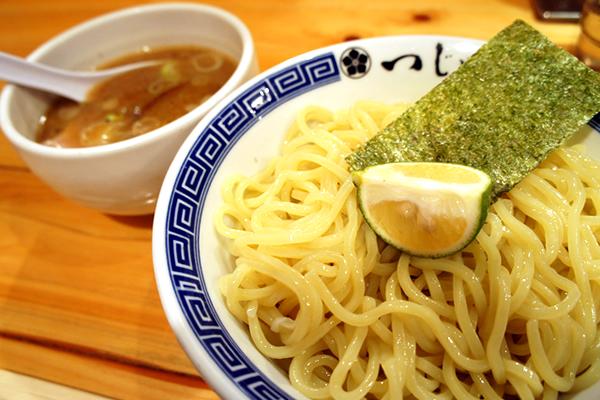 すだちを絞って食べる麺がさっぱりおいしい!めん徳 二代目 つじ田 飯田橋店