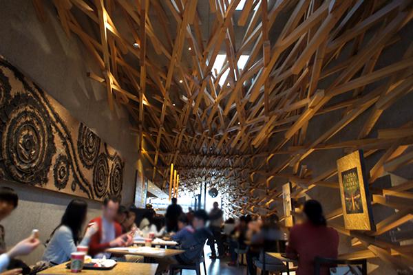 いつもと少し違うスタバ!伝統的な木組み構造を用いたデザインのお店 スターバックス コーヒー 太宰府天満宮表参道店