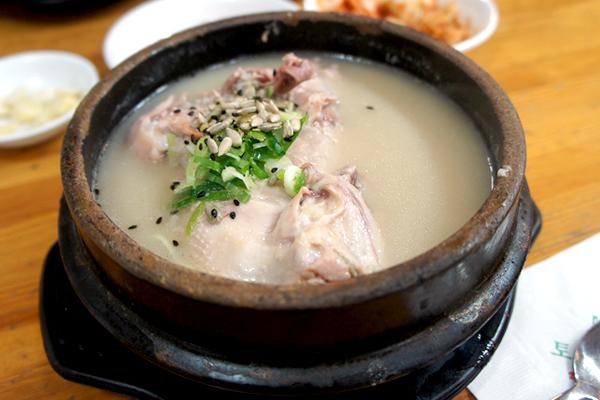 韓国の健康食参鶏湯を歴史あるお店で!本格的な参鶏湯を味わえるお店 韓国 土俗村(トソッチョン)