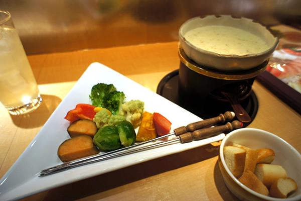 自然薯を使ったトロットロのチーズフォンデュが絶品!おいしい野菜料理がいっぱいの居酒屋 畑の厨 膳丸 新宿店