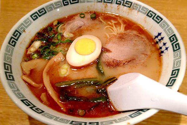 香ばしいマー油と豚骨&チキンのWスープがウマい! 桂花ラーメン 新宿西口店