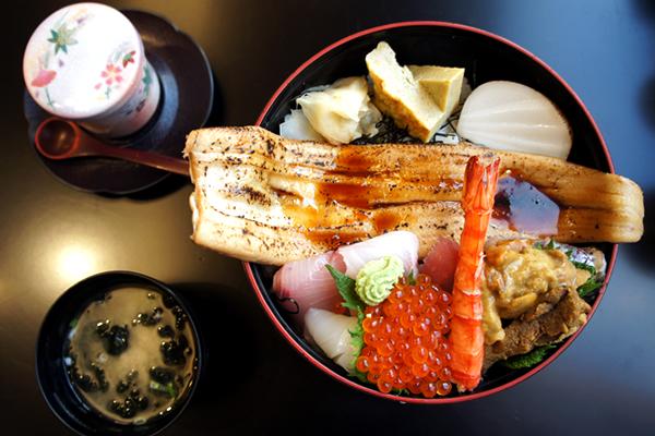 海鮮丼 お味噌汁 茶碗蒸し