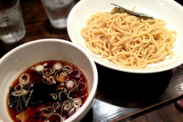 あっさりさっぱり酸味のある醤油味のつけ麺がウマイ!西新宿 つけそば 黒門