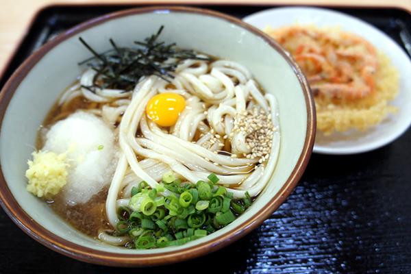 カラッと揚がったサクサクの小えびの天ぷらがウマイ!香川・観音寺のうどん店 きたのうどん