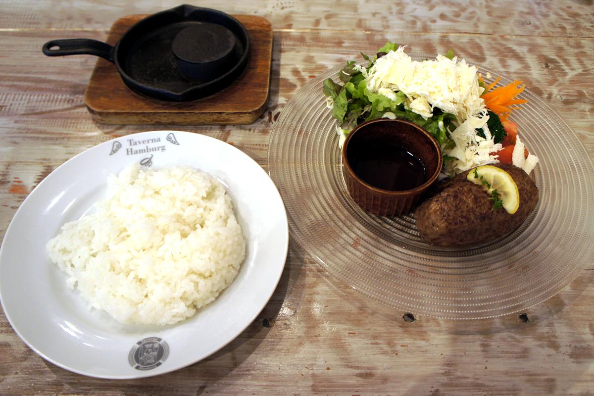 常陸牛のレアレアハンバーグ シーザーサラダ