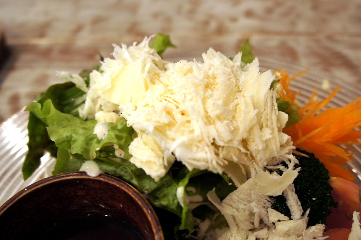 削りたてのグラナパダーノチーズ