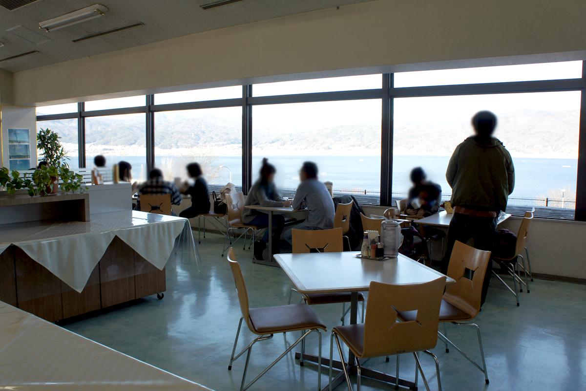 諏訪湖サービスエリア下り線レストラン紅や 内観