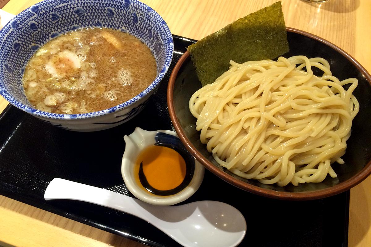 ちょっとあっさりめの魚介豚骨スープがおいしい六厘舎系列のつけ麺店! 舎鈴(しゃりん)大島駅前店